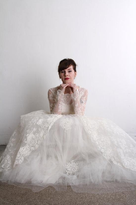 1950s Wedding Dress . Vintage Bridal Gown & Veil   \\ VeraVague //
