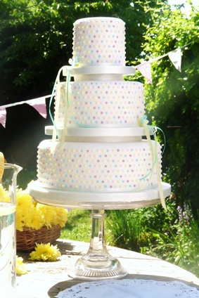 polka dot cake | More stripes, polka dots and pom poms here: http://mylusciouslife.com/colour-textiles-stripes-polka-dots-pom-poms/