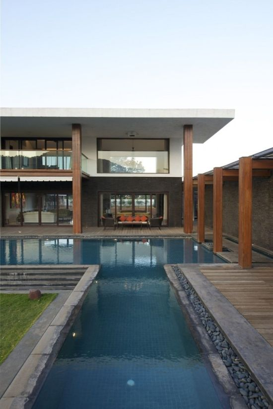 T shaped pool + stone wall, pillars house