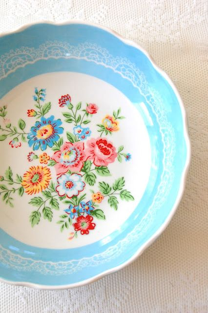 A cheerfully beautiful, springtime perfect dishware pattern. #kitchen #dish #plate #flowers #floral #home #decor #vintage