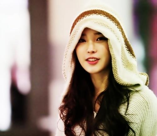 IU, a Korean pop star.