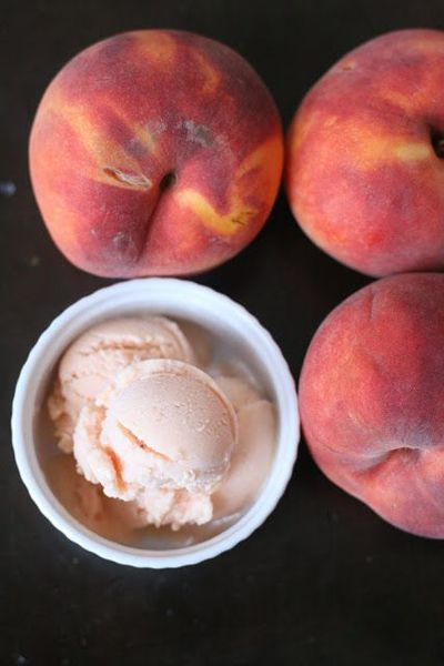 peach frozen yogurt {pureed peach, honey and Greek yogurt via Week of Menus} #recipe
