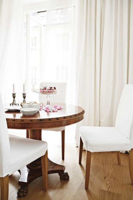 White & wood dining