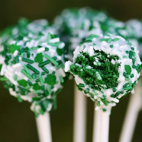 So awesomely March 17th approved! :) Green Velvet Cake Pops. #green #velvet #cake #pops #StPatricksDay #food #baking #cooking #dessert #snacks