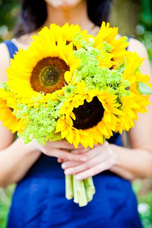 A bundle of happy sunflowers