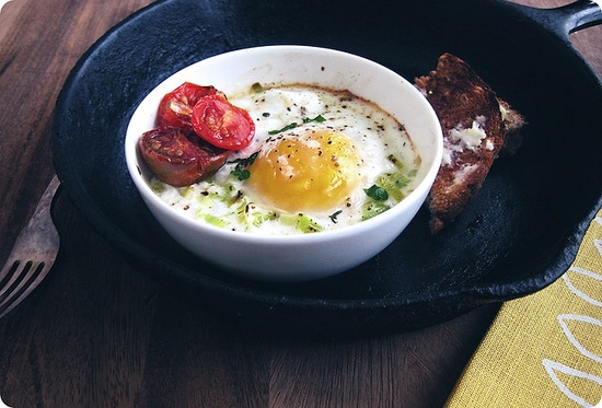 // baked eggs with leek