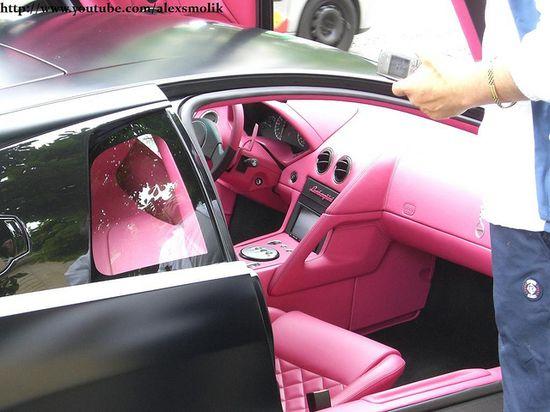 Lamborghini LP640 with pink interior