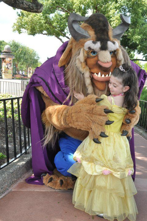 What to pack (and not pack) for a Disney Vacation! I had no idea so many kids wore costumes in the parks! Gotta remember that next time