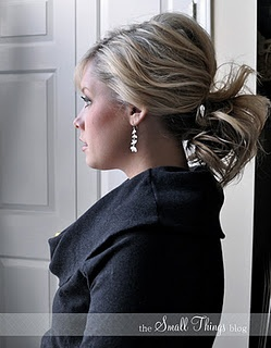 I would love for my hair to look like this. I can't even put my hair in a ponytail and make it look cute... I need help :(