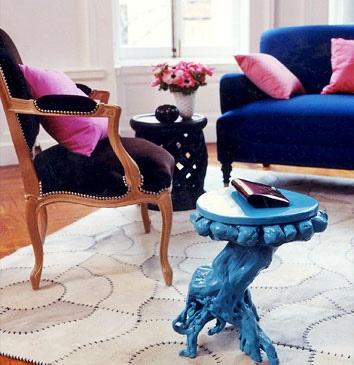 love a royal blue living room.