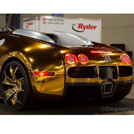 Those rims! This is a sick Bugatti!