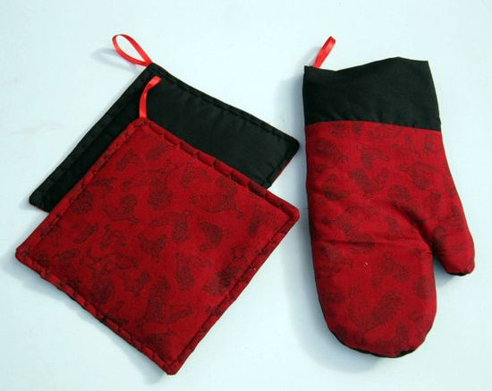Oven mitt set with 2 Potholders Roosters on Red by sewinggranny, $12.00