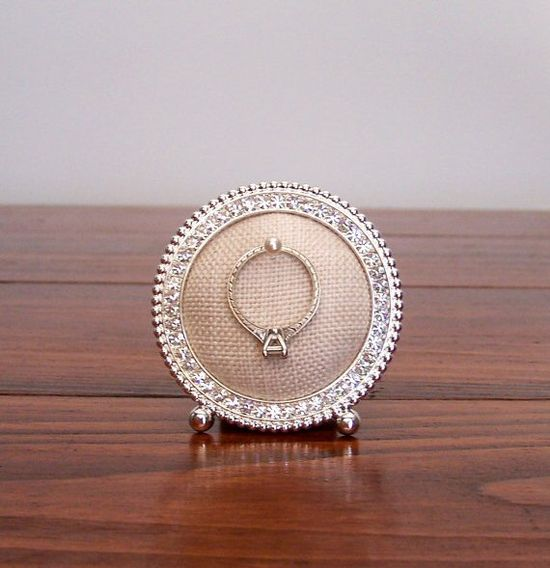8 Creative Ring Holders (ring frame by The Charming Peach)