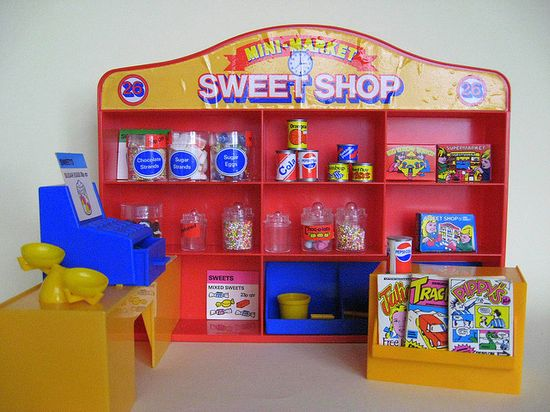 Vintage 1980's toy songbird sweetshop - I had this on the 90's - had mini Mr Kipling cake boxes and the comics and top label design were a little more modern - otherwise identicle!