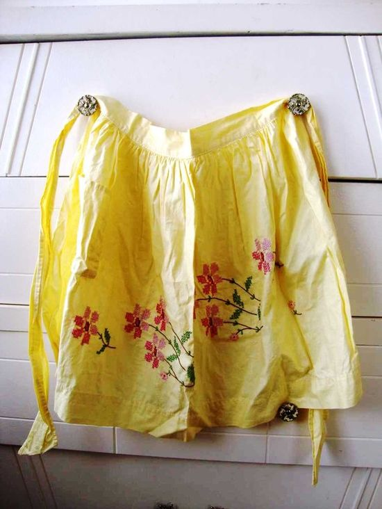 can't get enough vintage aprons