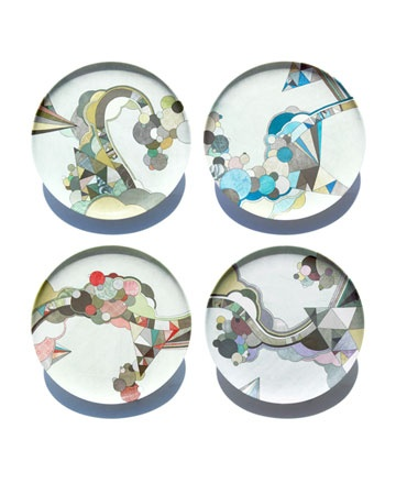Decorate your table with these graphic plates featuring geometric sketches
