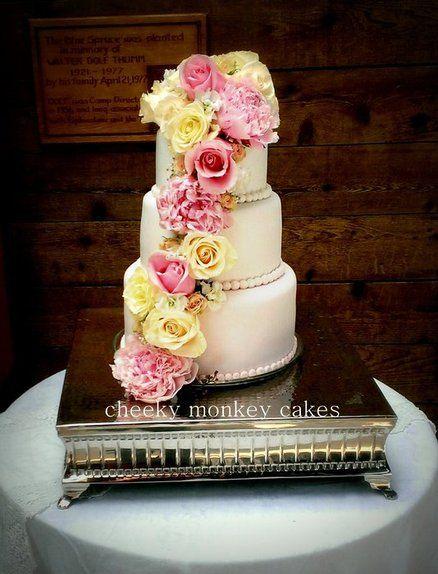 blush tones wedding cake