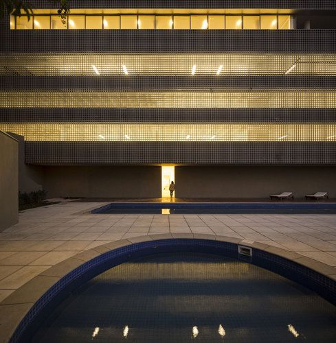 360° Building - Isay Weinfeld