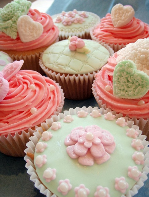 Pink cupcakes. Adorable.