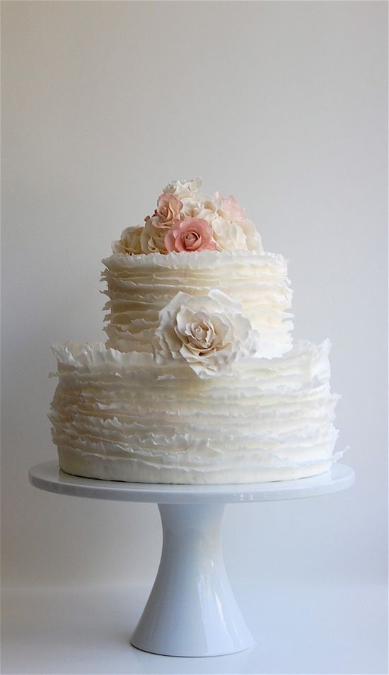 I am in love with ruffle cakes!