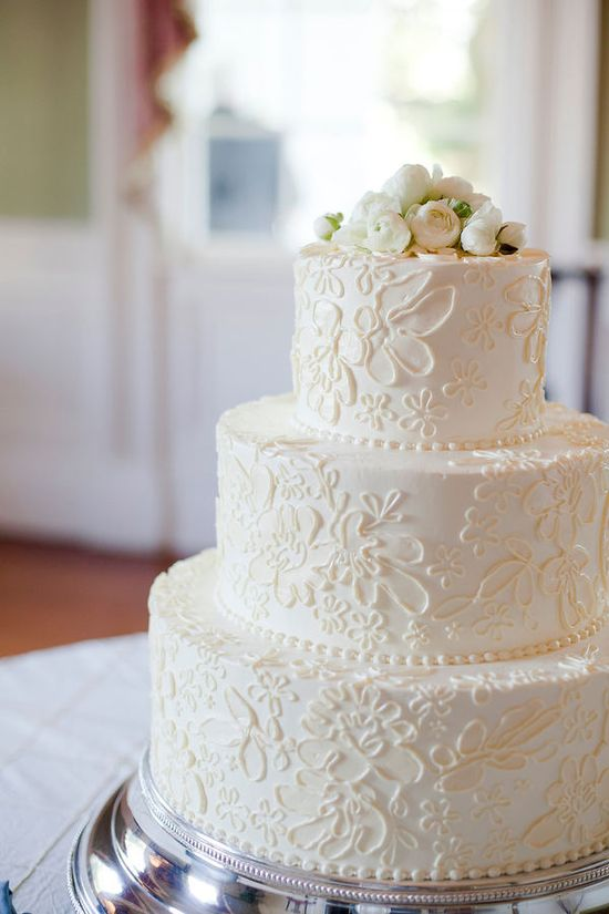 love the lace look on the cake