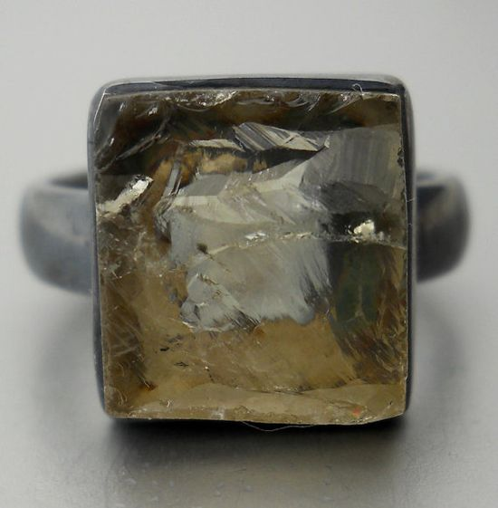 champagne quartz ring,, yes please!