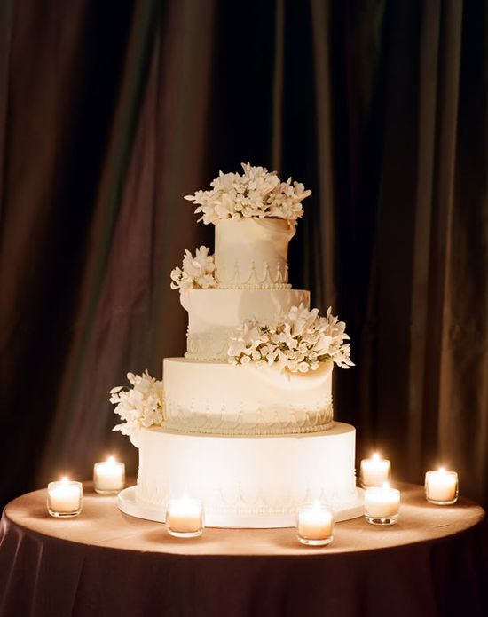#White #wedding #cake with #flowers