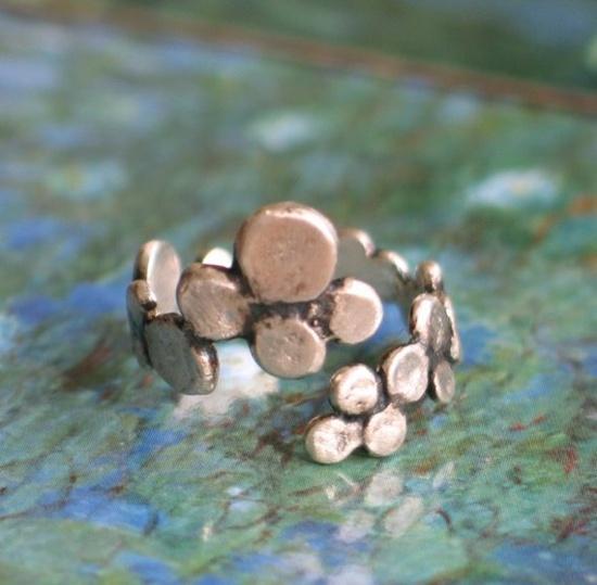 Dots...Silver ring. €38.00, via Etsy.
