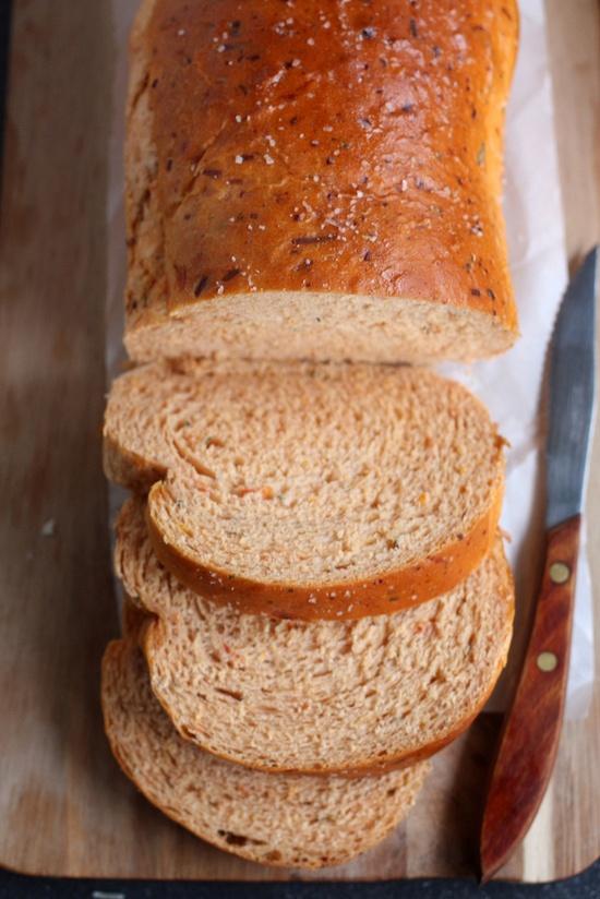 Fat-free sun-dried tomato cheese bread