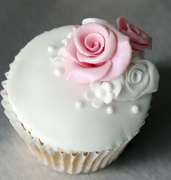 Shabby chic rose cupcake, via Flickr.