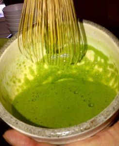 Health Benefits of Matcha Tea.it increases energy, helps antibiotic and antiviral activity, calms nerves, improves mental alertness, boosts metabolism, helps maintain cholesterol levels and stabilizes blood sugar levels. It has 70 times the antioxidants of orange juice, 10 times the nutrients of regular green tea and 8 times the beta carotene of spinach!