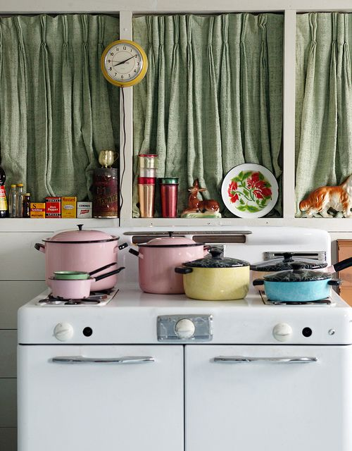 Utterly and completely marvelous. #vintage #kitchen #pastel #cookware #home #decor #kitsch #retro #cute #stove #clock