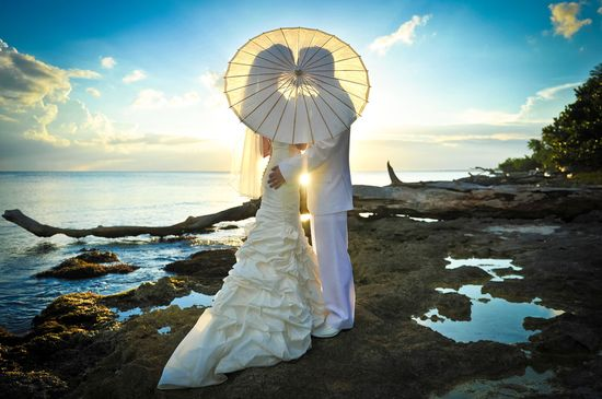 Parasol sunset wedding photo