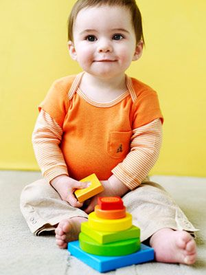 help your baby play smart... advice on different toys, activities for 0 to 12 months.