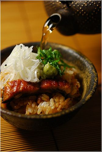 Japanese Food Hitsumabushi is a tasty dish of chopped grilled eel on a bed of rice in a lacquerrware container called a Hitsu. You can enjoy this dish three ways. In addition to eating it just as it is, you can also mix green onion and Wasabi, or pour broth over the eel and rice and enjoy it as Chazuke. :)