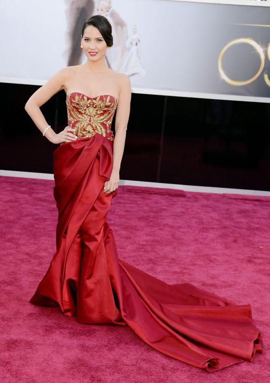 Oscars 2013 Red Carpet - Olivia Munn wears Marchesa dress.