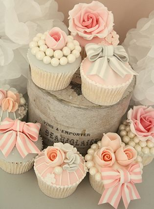 New Tutorial!! Vintage Cupcakes by the lovely Tracy James of Cotton & Crumbs!