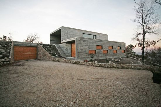 House in Serra de Freita / Oficina d'Arquitectura #concrete #wood