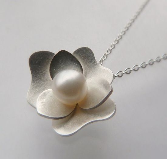Gardenia pendant necklace. Beautiful!
