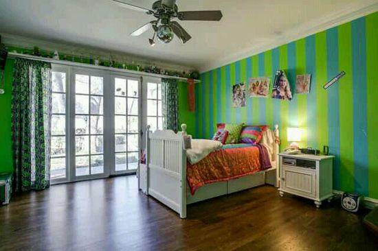 A really fun & happy bedroom design~