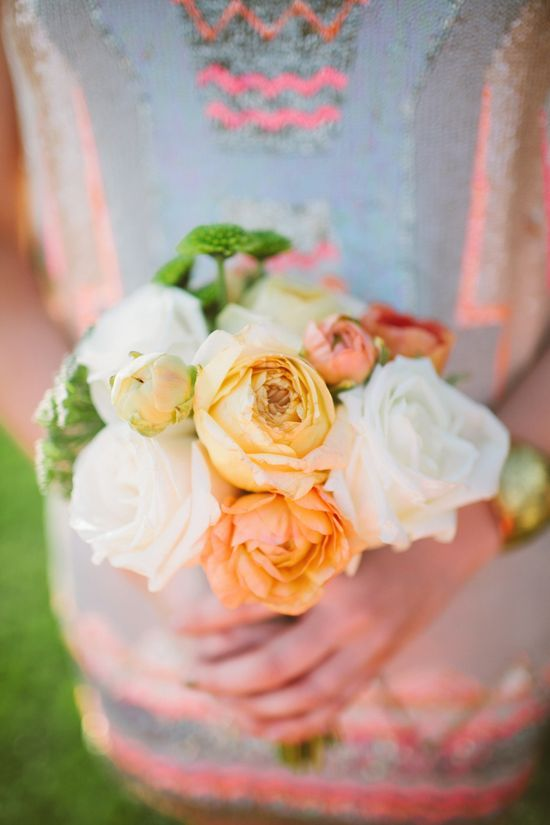 happy citrus colored #rose #bouquet Photography: Laura Goldenberger - www.lauraphotogra...