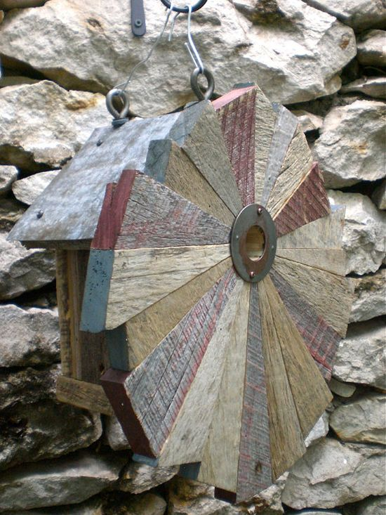 Flower-pattern birdhouses of reclaimed items