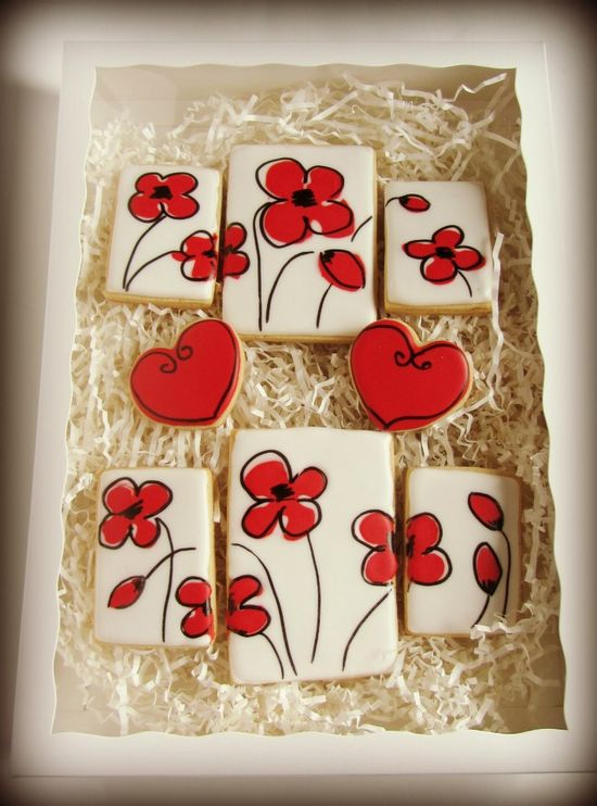 Decorated Cookies With Flowers via #TheCookieCutterCompany www.cookiecutterc...