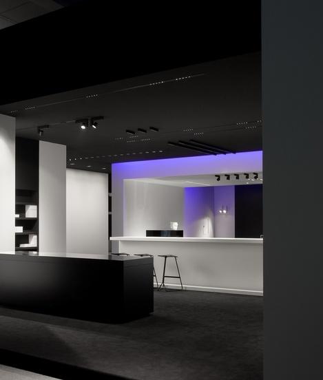 Black and white Kreon stand _