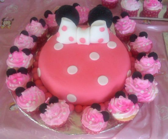 Minnie Mouse Cake Topper $15 #etsy #minnie #disney #Fondant