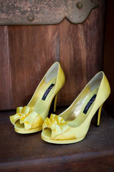 Fun yellow pumps for the bride! {Lora Mae Photography}
