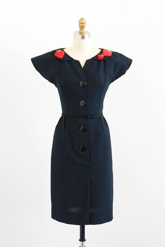 Strawberry appliques on the collar - strawberries!!! #vintage #1950s #fashion #dress