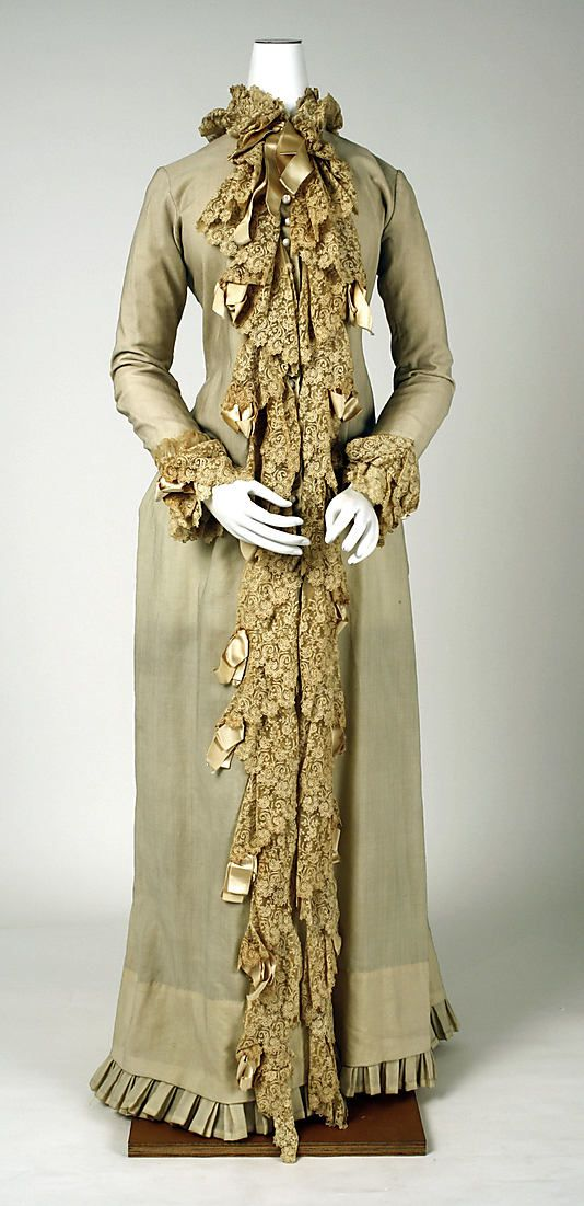 1880s Dressing gown at the Metropolitan Museum of Art, New York