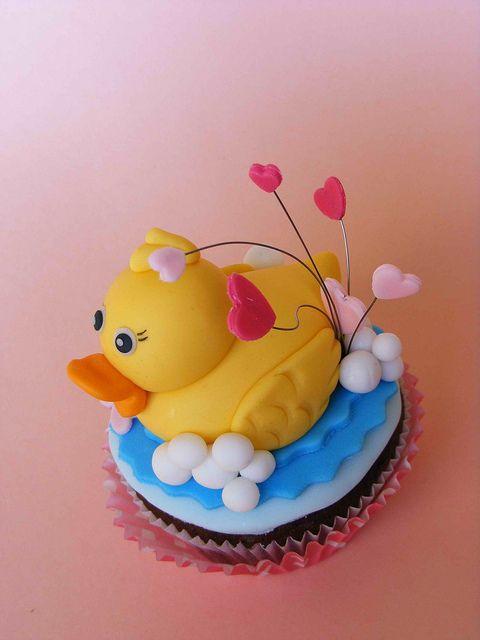 Duck Valentine cupcake by bubolinkata, via Flickr