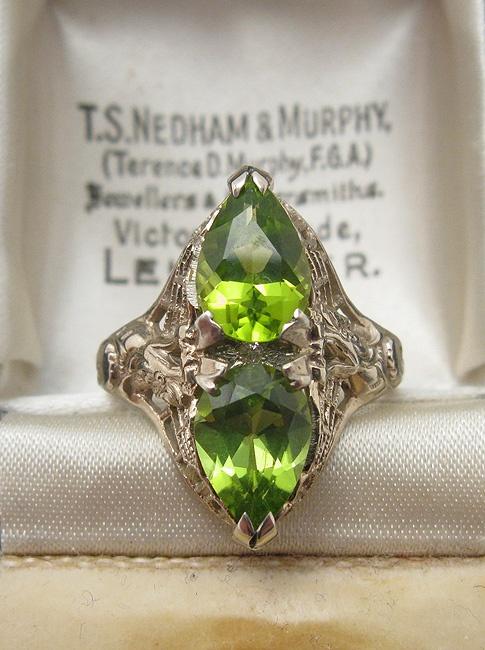 1920s Deco Peridot Filigree Ring - 14K Gold